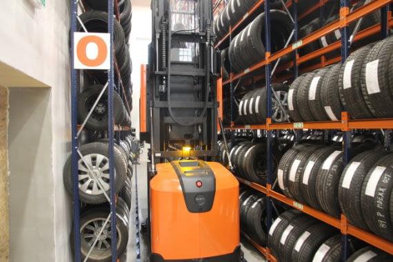 Sklad pneumatik v Autostyl Trutnov