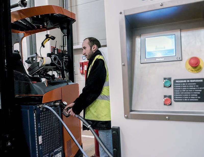 FM Logistics, Francie, závod o ploše 90 000 m2,46 strojů s palivovými články, 2 výdejní stojany